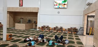 Children watching stories of Sahabas at the Masjid